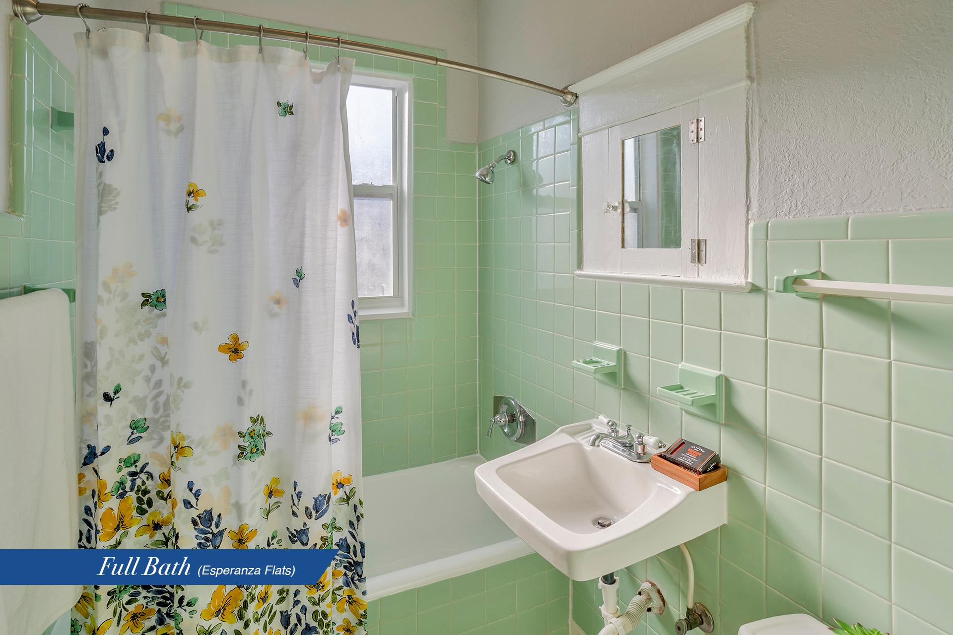 Esperanza-bath