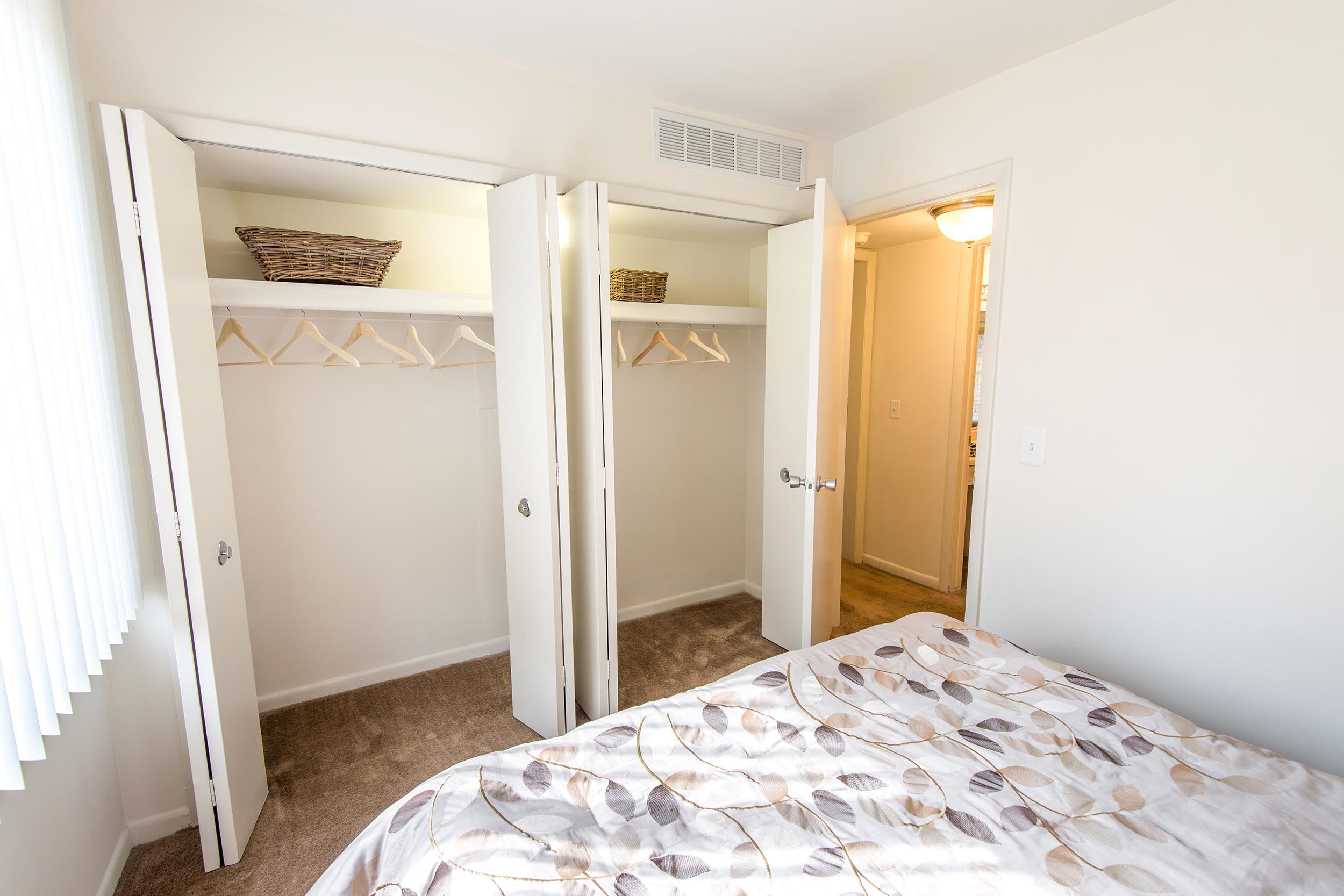 Tr-201000-20bedroom-20l-20closet-204-2