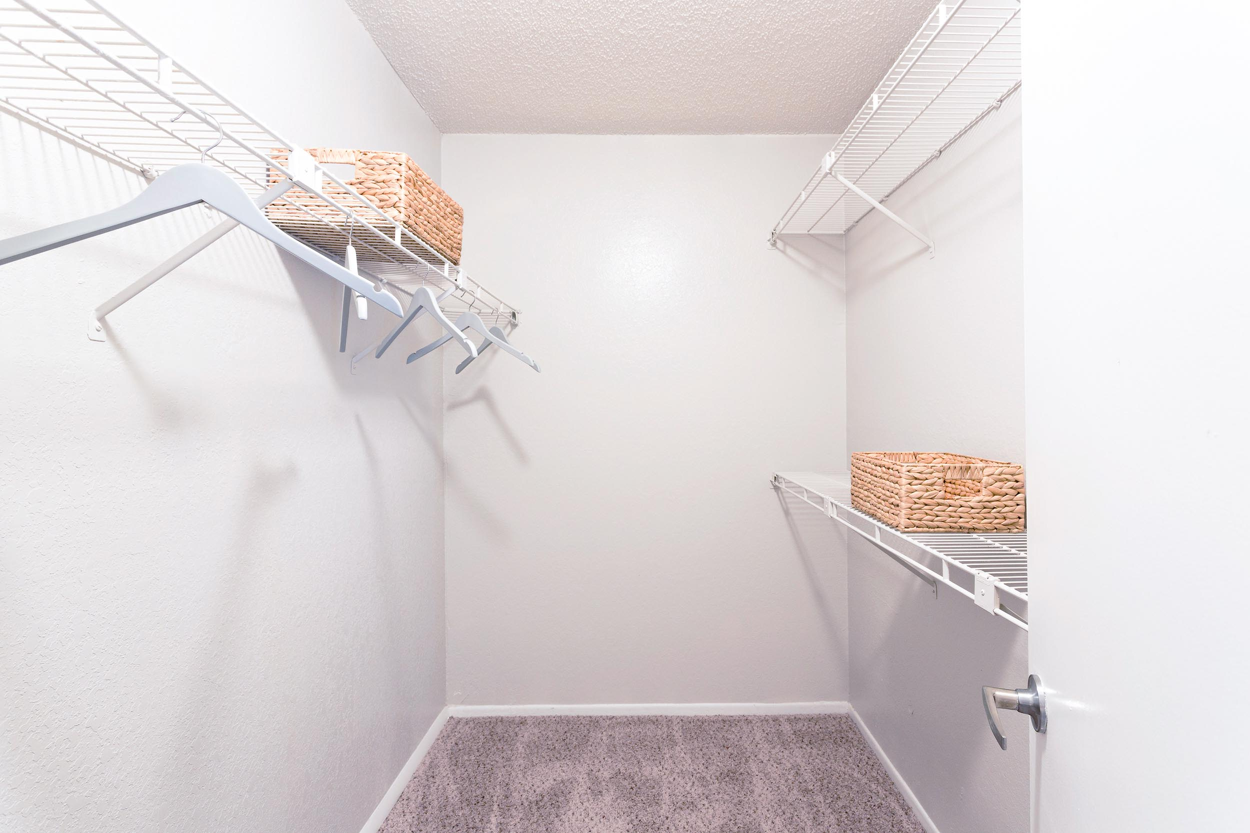 Tp-201000-20bedroom-20l-20closet