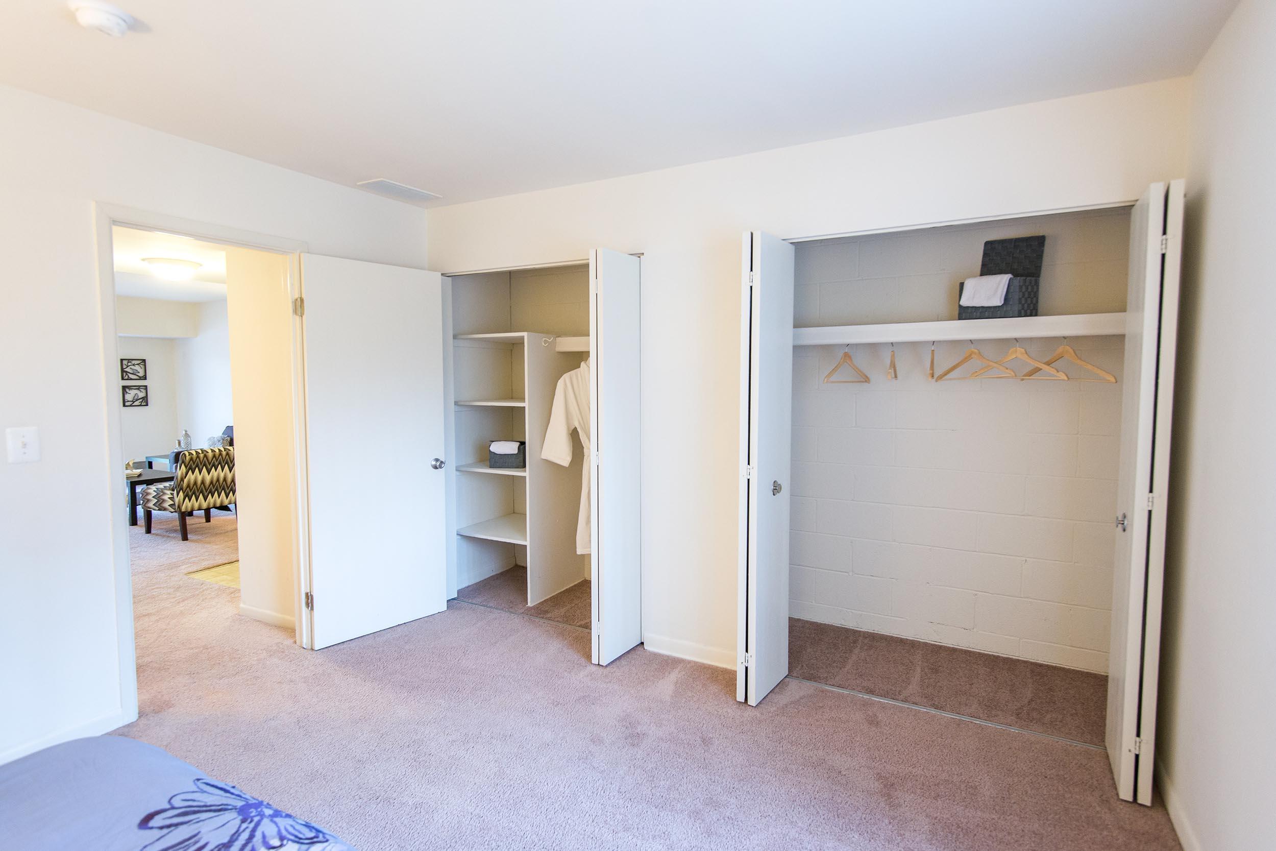 Sk-20624-20bedroom-20closet-203