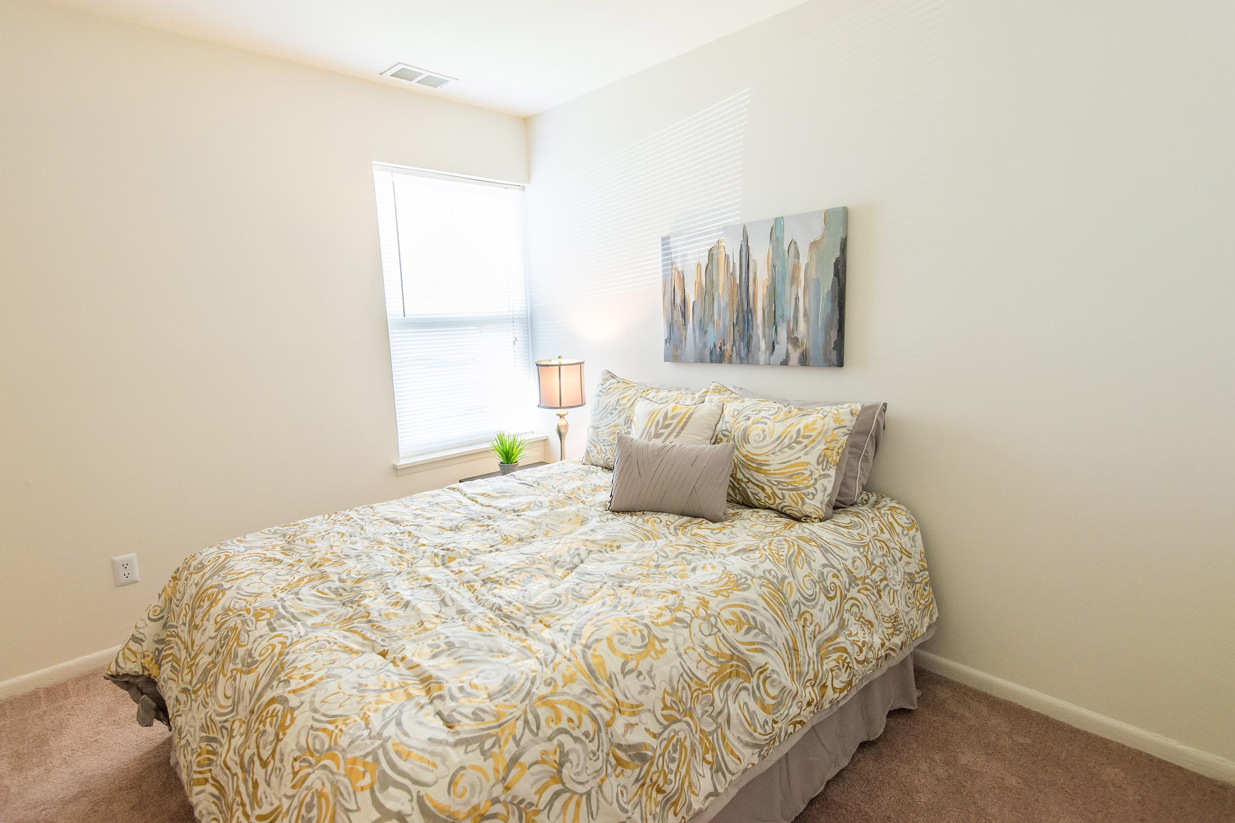 Sc-20950-20bedroom-20l