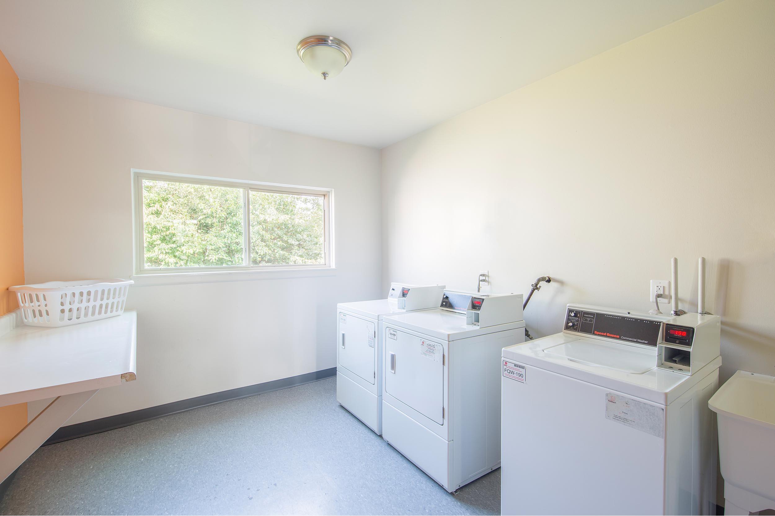 Rt-20laundry-20center-202