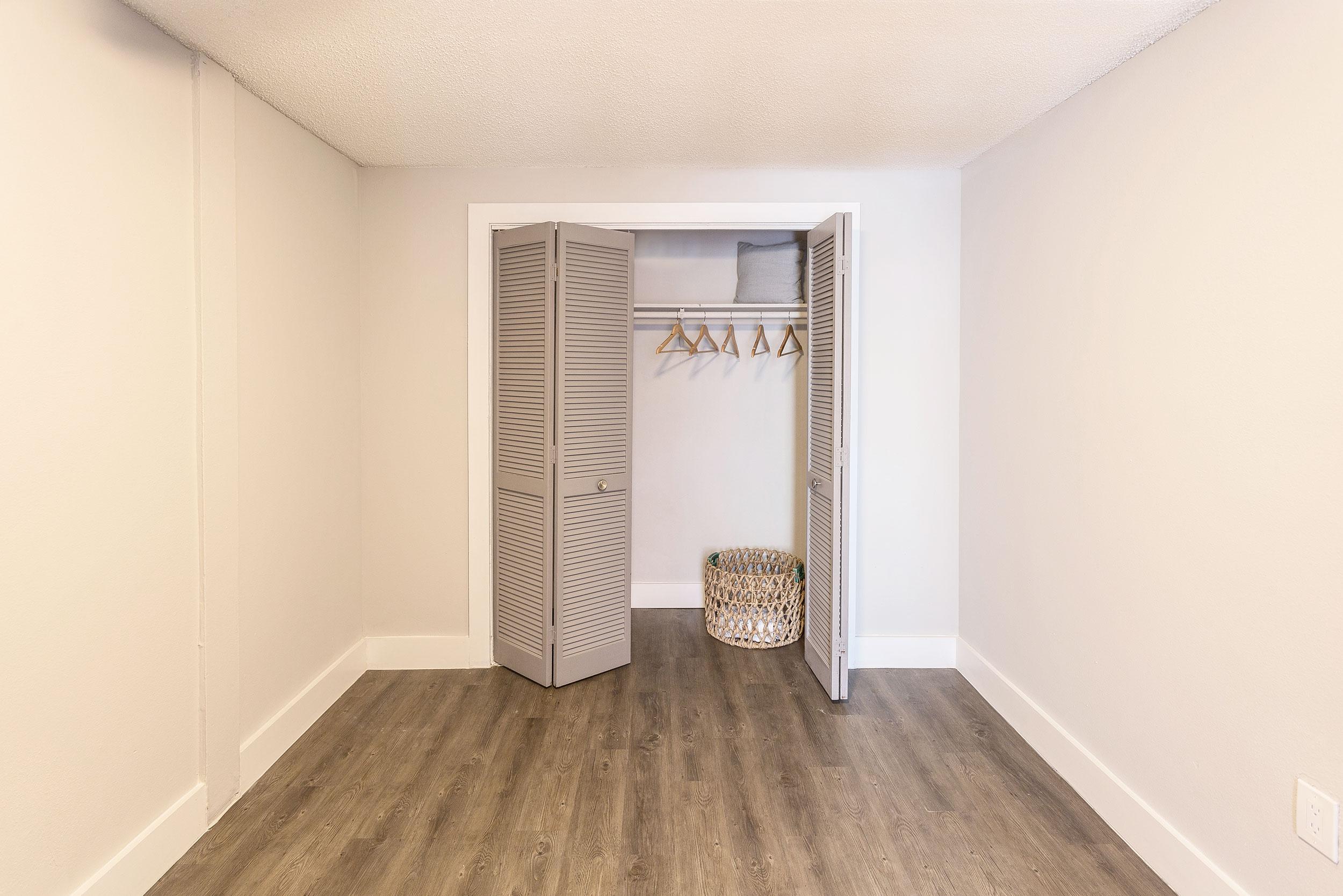 Sch-bedroom-closet